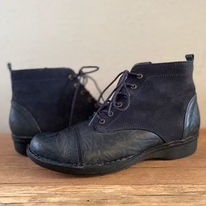 Clarks Whistle Watch blue suede boots size 8.5